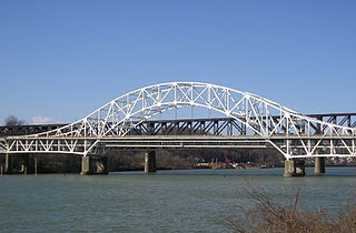 A missing barge workeru2019s body was discovered beneath the Speers Bridge. Creative Commons photo/Pghpenna23.