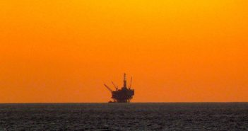 An offshore oil rig. Creative Commons photo by TheConduqtor.