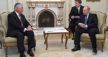Exxon Mobil CEO Rex Tillerson meets with Vladmir Putin in 2012. Kremlin photo.