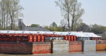 As of Jan. 17, spot rates for grain barge exports have been increasing since late December. Photo by David Krapf