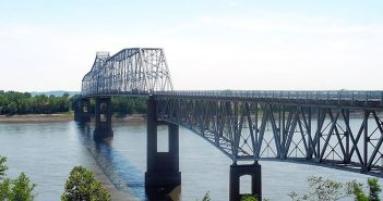 The Chester Bridge over the Mississippi River between Missouri and Illinois, shown at a time of low water in 2012. Creative Commons photo by Kbh3rd.