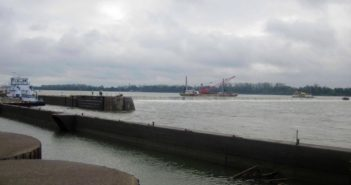 An inspection team watches as the workboat crew at Locks and Dam 52 lowers the wicket dam. Corps of Engineers photo/ Jeff Timbas.