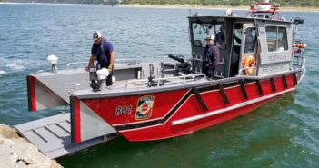 New 28' fireboat helps fire department protect a 55 sq. mile area. Lake Assault Boats photo