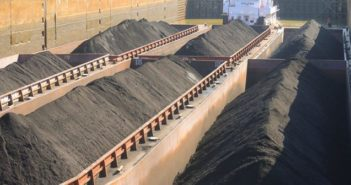 Barged shipments of coal reached their highest quarterly level during the fourth quarter of 2018 since the third quarter of 2017. Corps of Engineers photo